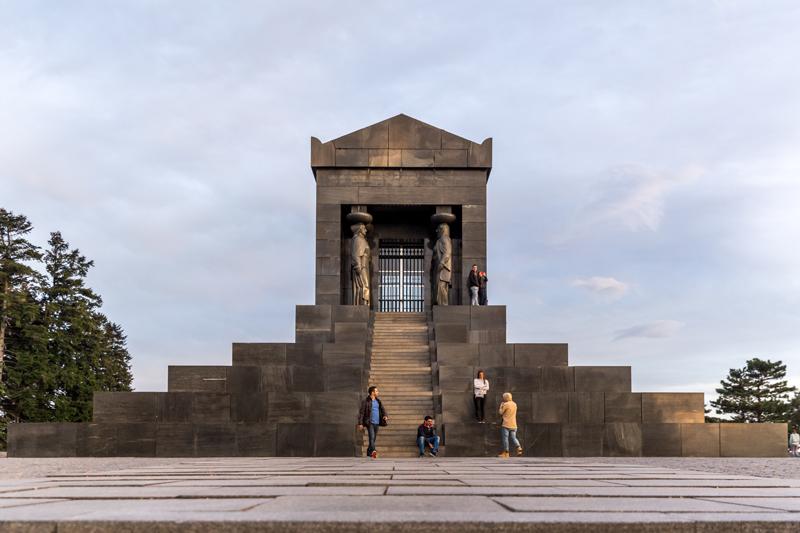 Spomenik Neznanom Junaku Avala Spomenici Sta Videti